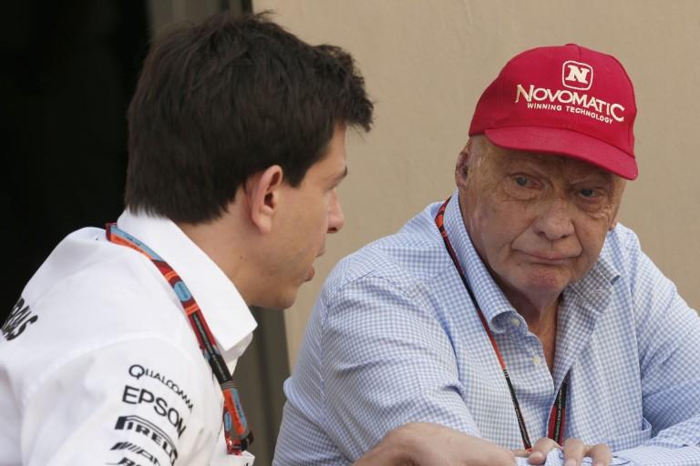 Lauda dühöng a két Mercedes kiesése miatt: Hamilton a hibás?