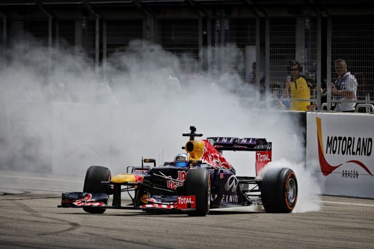 Végre Sainz is akcióba lendülhetett a Red Bullal: videókon az esemény