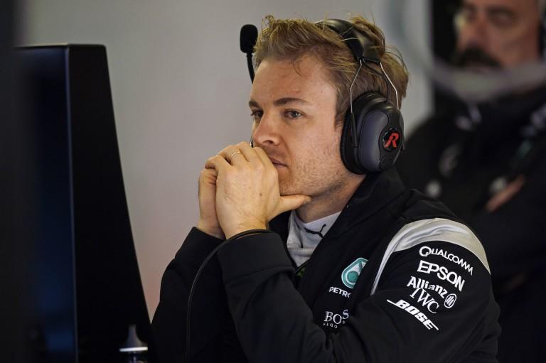 Csúnyán aláz a Mercedes Bahreinben: Rosberg-Hamilton-Button sorrend a második edzésen, Vettel megállt