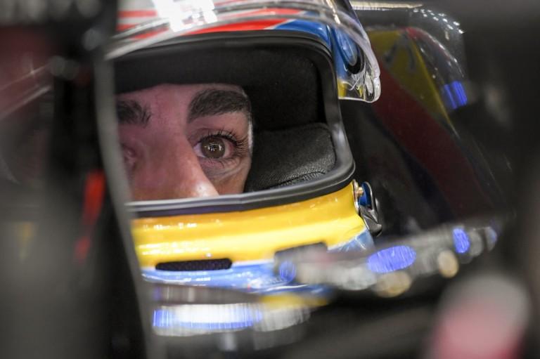 Alonso mindkét szeme szorosan csukva volt a brutális becsapódáskor