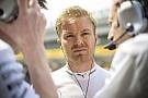 Rosberg élvezi az eddigi sikerszériáját, de nem írja le Hamiltont, a Ferrarikat és a Red Bullokat sem!