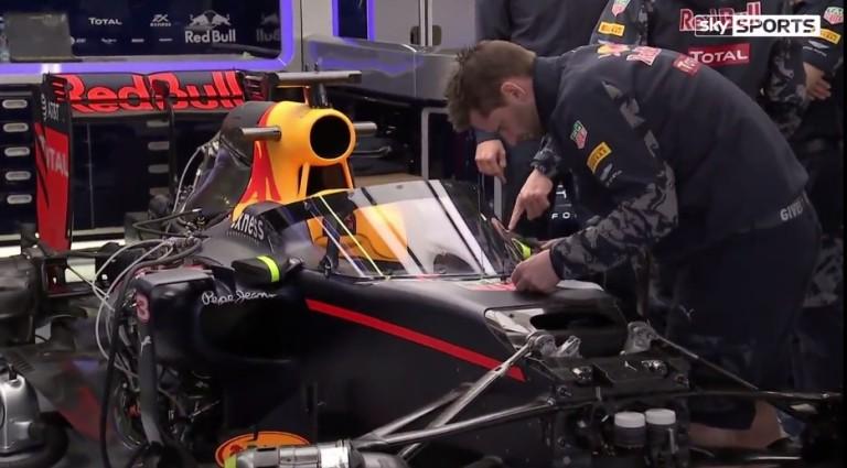 Newey is dolgozott a Red Bull szélvédőjén - videón, ahogy az FIA teszteli a megoldást