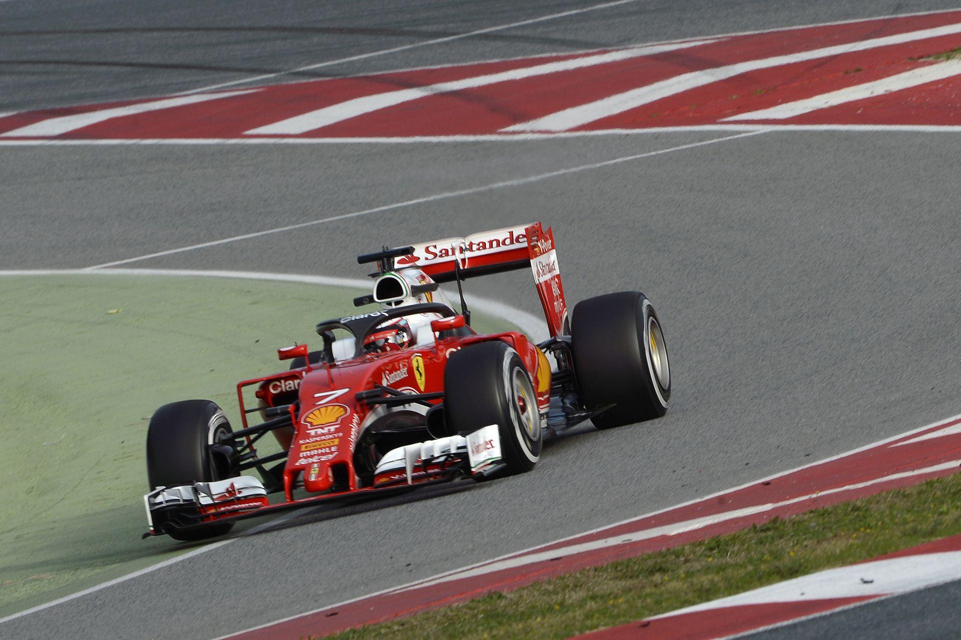 Biztos tetszett Räikkönennek a halo: rázta a fejét és integetett a visszaérkezéskor