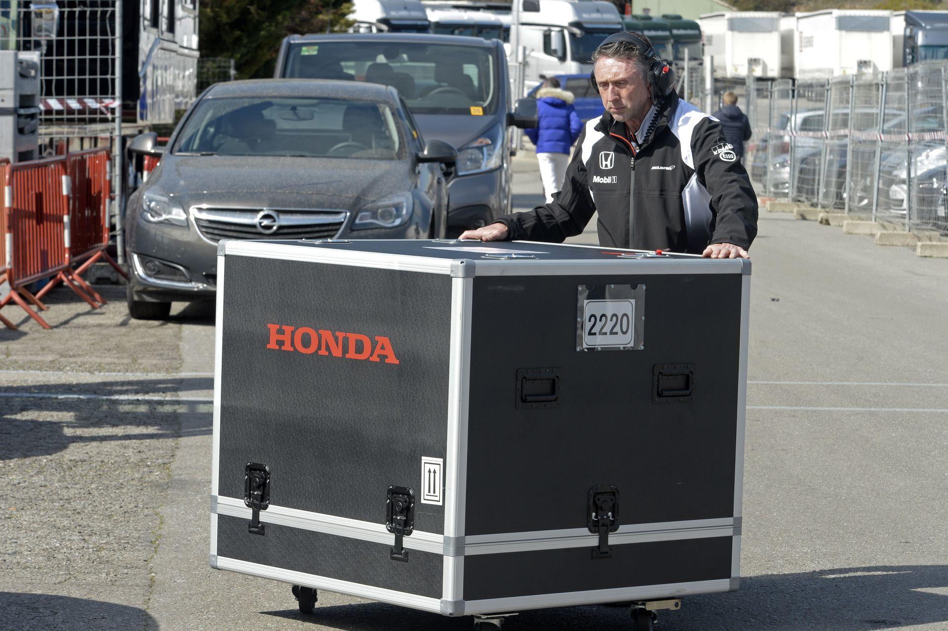 A Hondánál tudják a Mercedes-motor titkát, legalább 7 zseton kell a másoláshoz