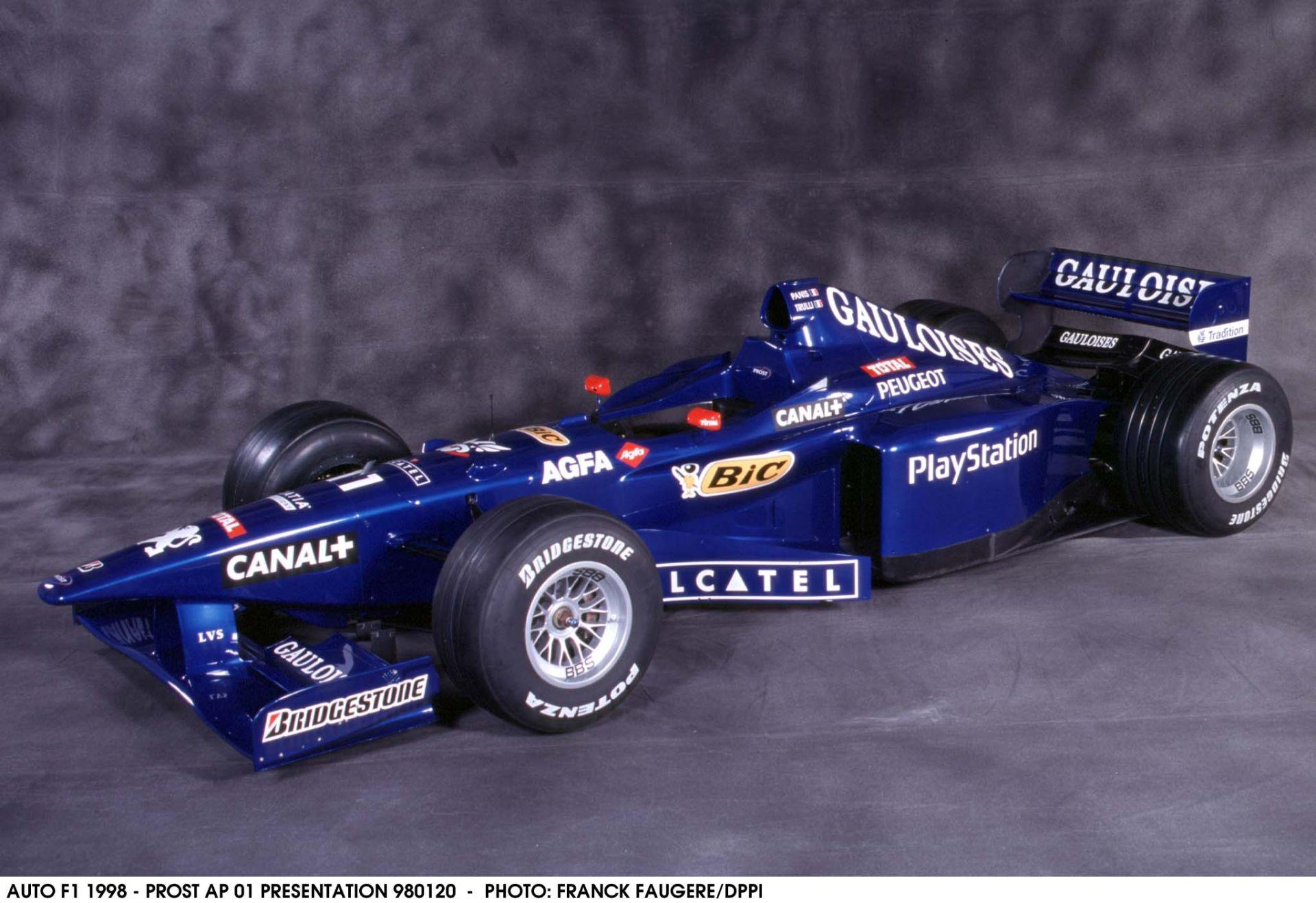 A halo kiakasztóan csúnya, de akkor ezt figyeld: Prost 1998-ban Melbourne-ben