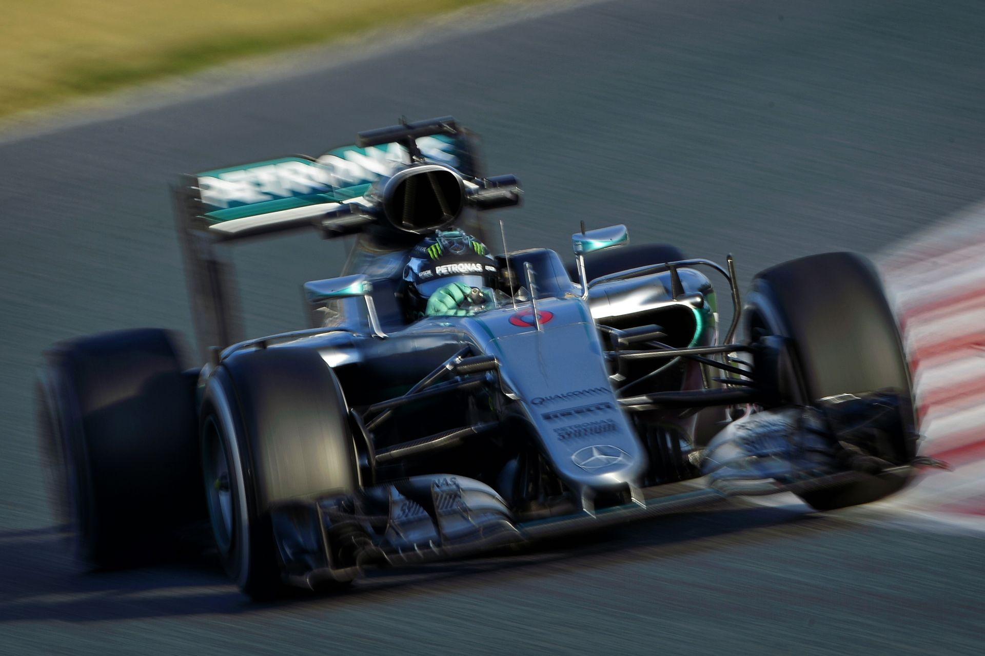 Rosberg örül a rádiós szigorításoknak - végre mindenről maga dönthet az autóban!