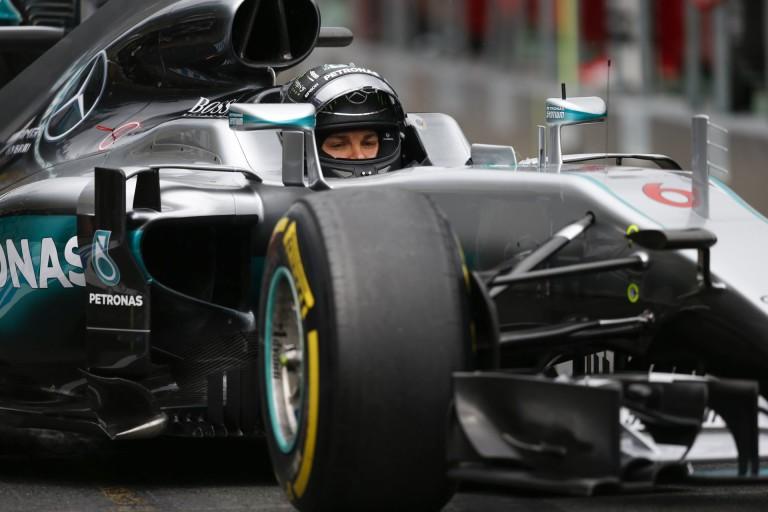 Warm-up: Dögunalom Mercedes-győzelmek, vagy életmentő Ferrari Vettellel, esetleg Raikkönennel?