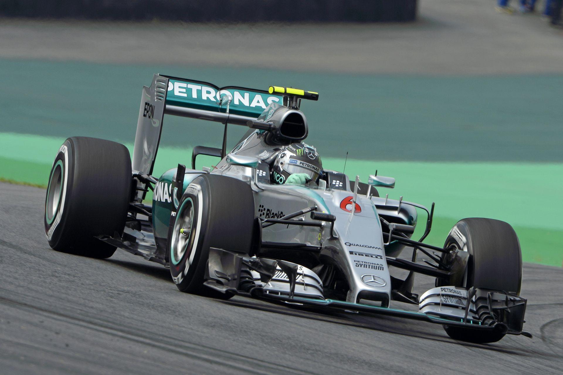 VIDEÓN a 2016-os F1-es Mercedes: pályán a W07