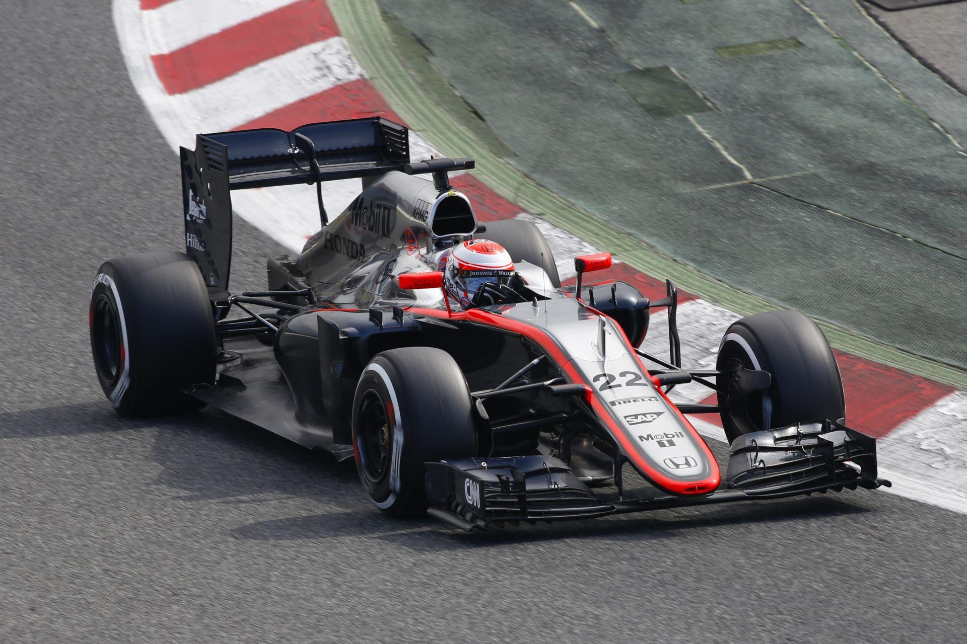 Ma veszi kezdetét az F1-es téli tesztsorozat: Hamilton, Vettel, Button is a pályán