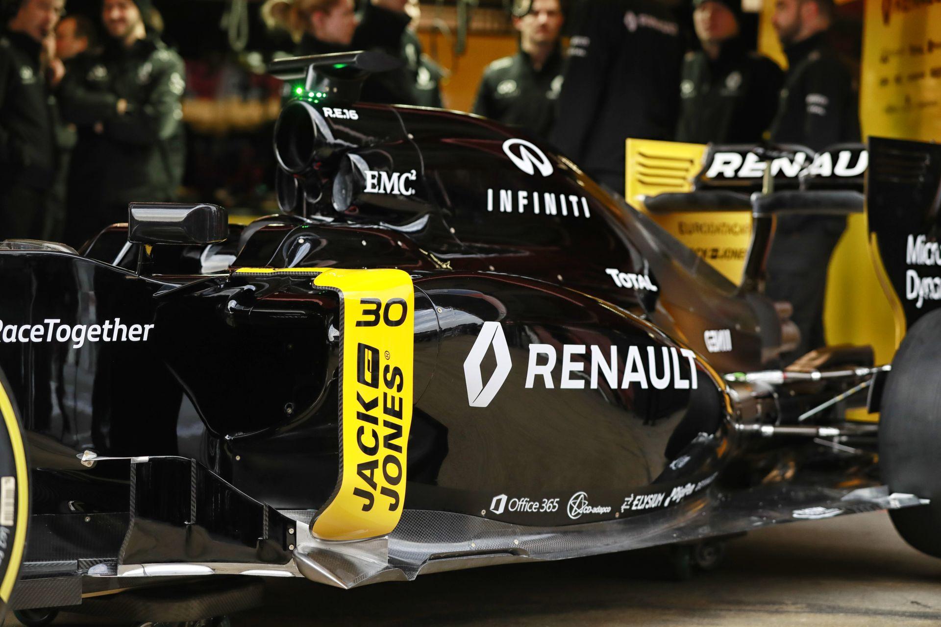 Képeken a Renault 2016-os gépe a ma reggeli bemutatón!