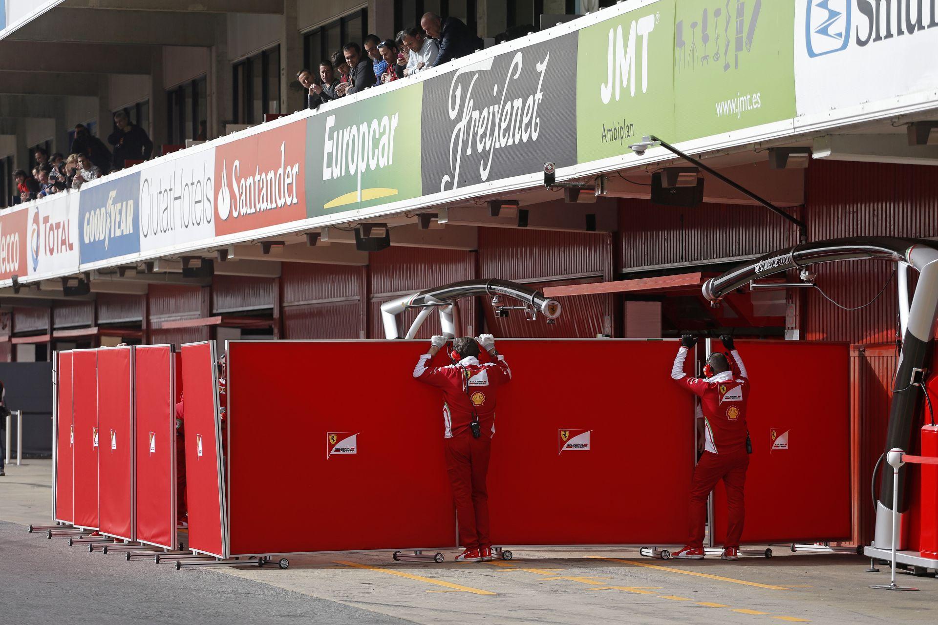 Mindenki a Ferrarit mondja, szóval Hamilton is, csak ne kerüljenek eléjük!