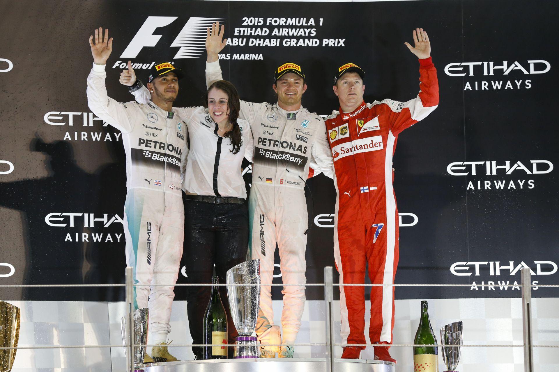 Videón Hamilton és Rosberg újabb kellemetlen másodpercei: Kimi csak figyelt