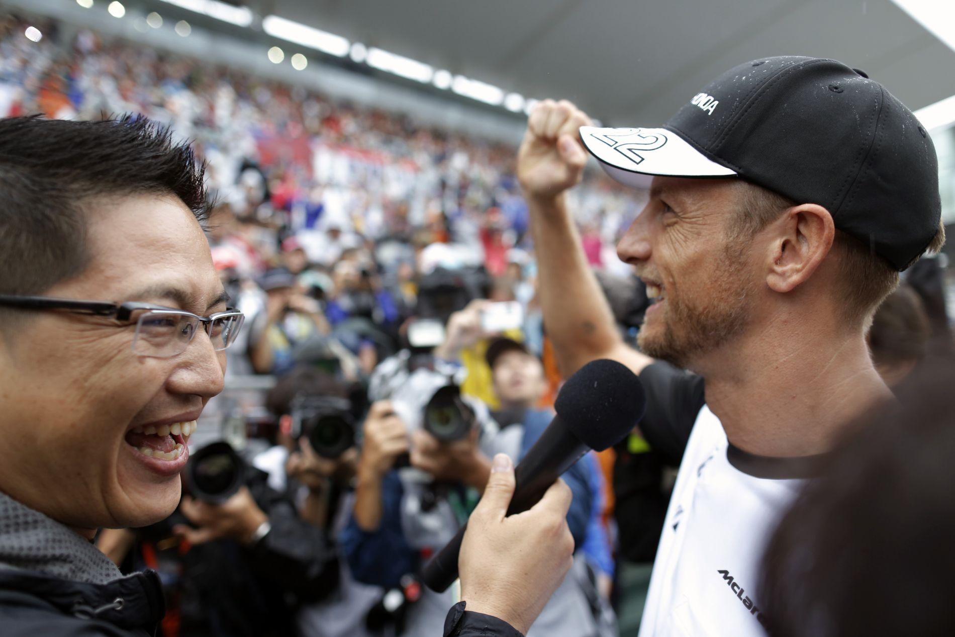 Csak a pénz miatt ment a huzavona Button és Dennis között: a bajnok megkapta, amit akart?