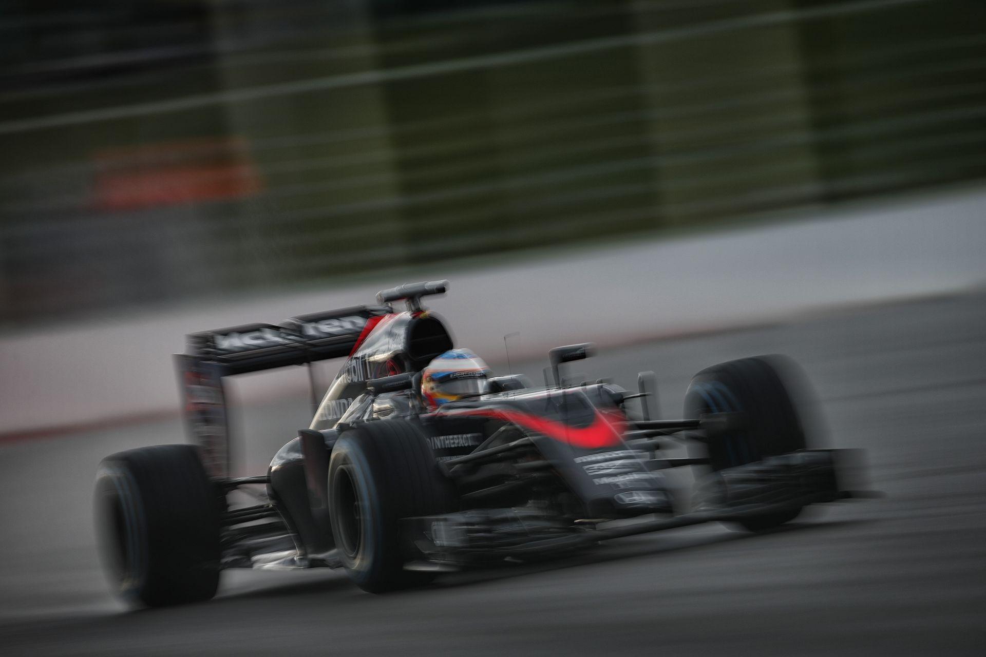 Alonso a régi motorral folytatja tovább