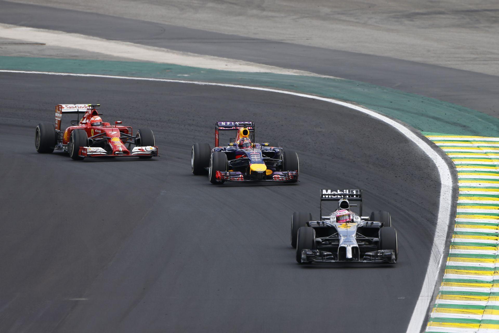 Ha kiszáll a Red Bull, a Toro Rosso, és a Lotus, a következő csapatok indíthatnak három autót a Forma-1-ben!