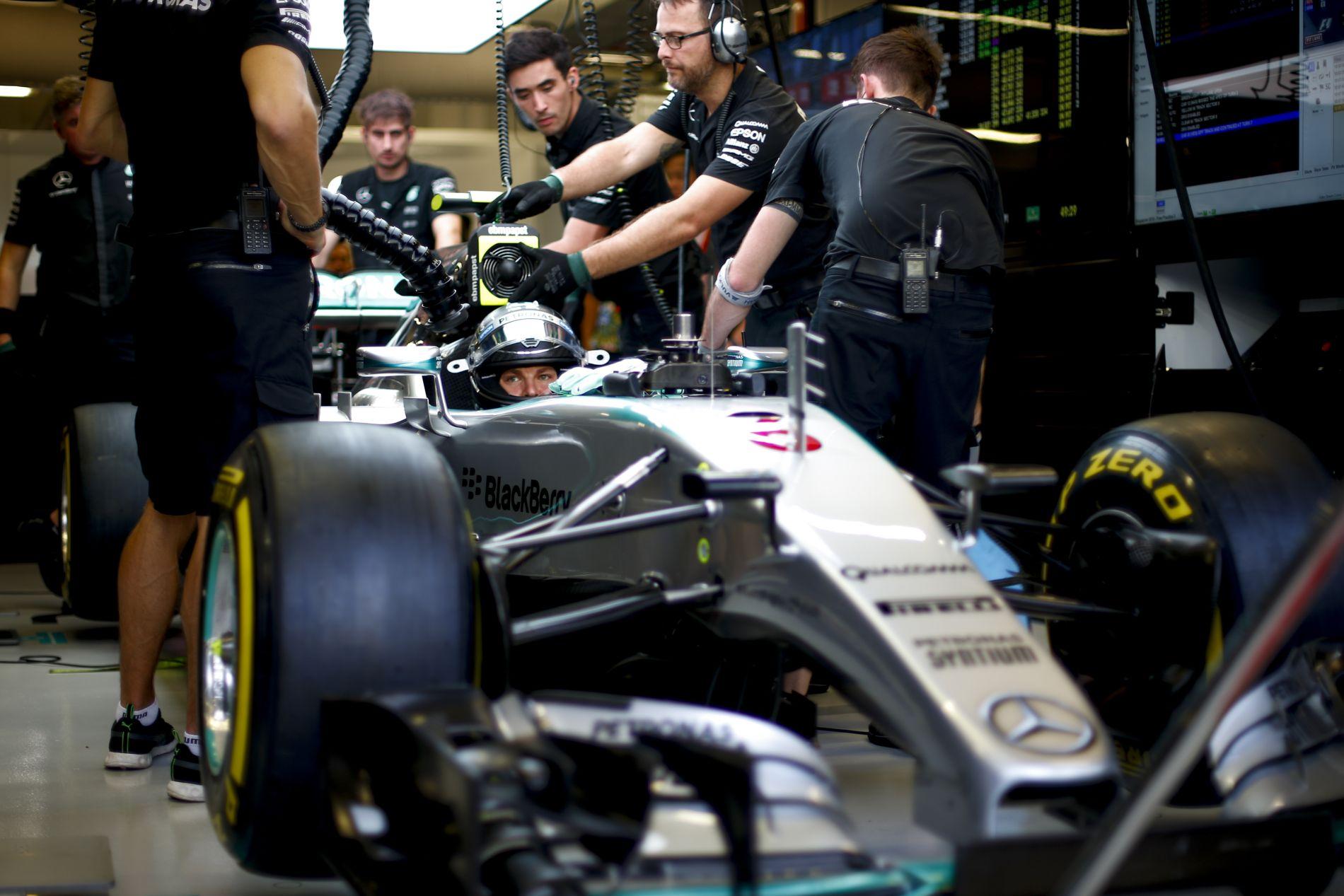 Mi van, ha a Mercedes Szuzukában is így teljesít?! Vettelt nem hatná meg