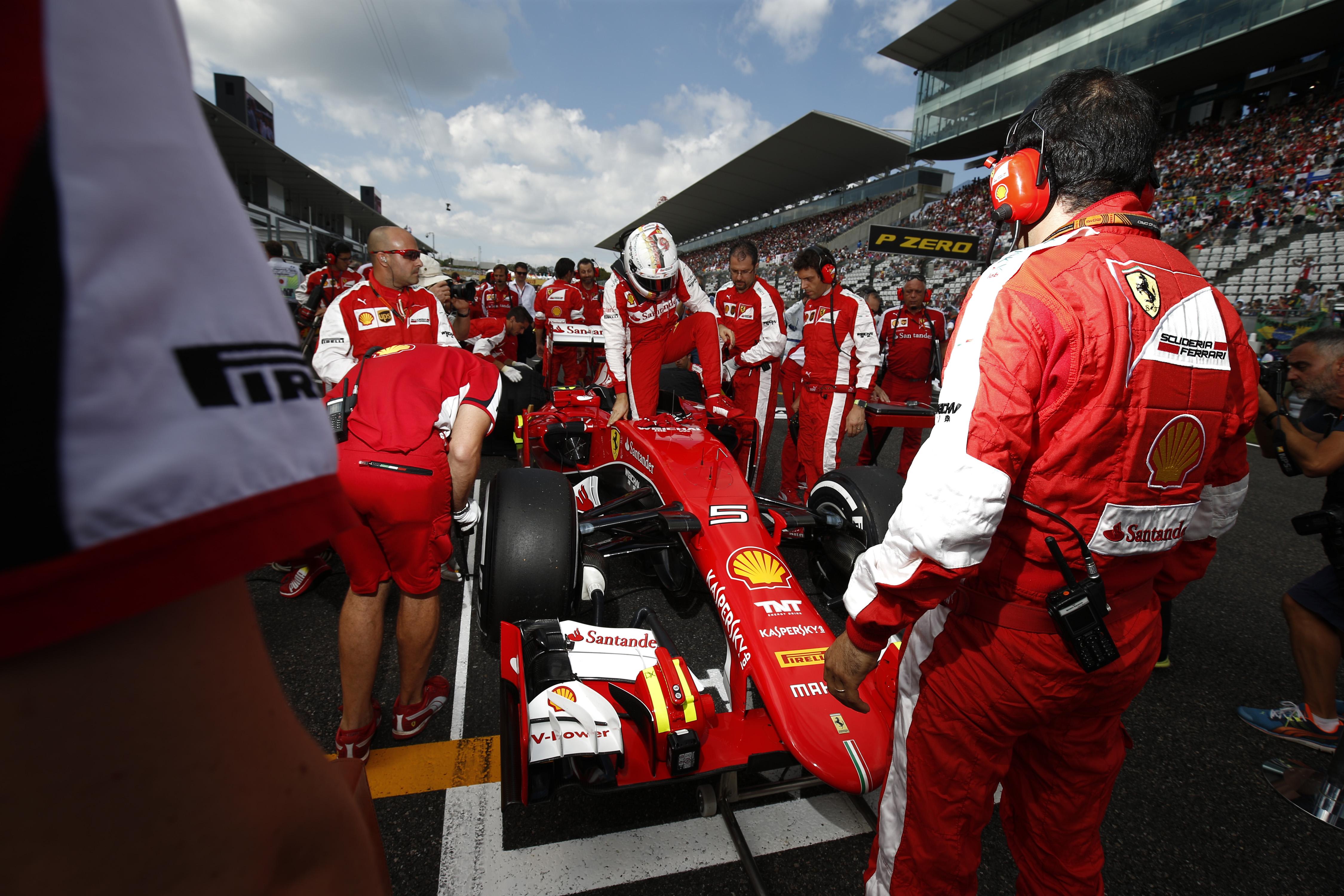 Ferrari: Vettel 2015-ös bajnoki címére akkora az esély, mint a lottó ötösre!