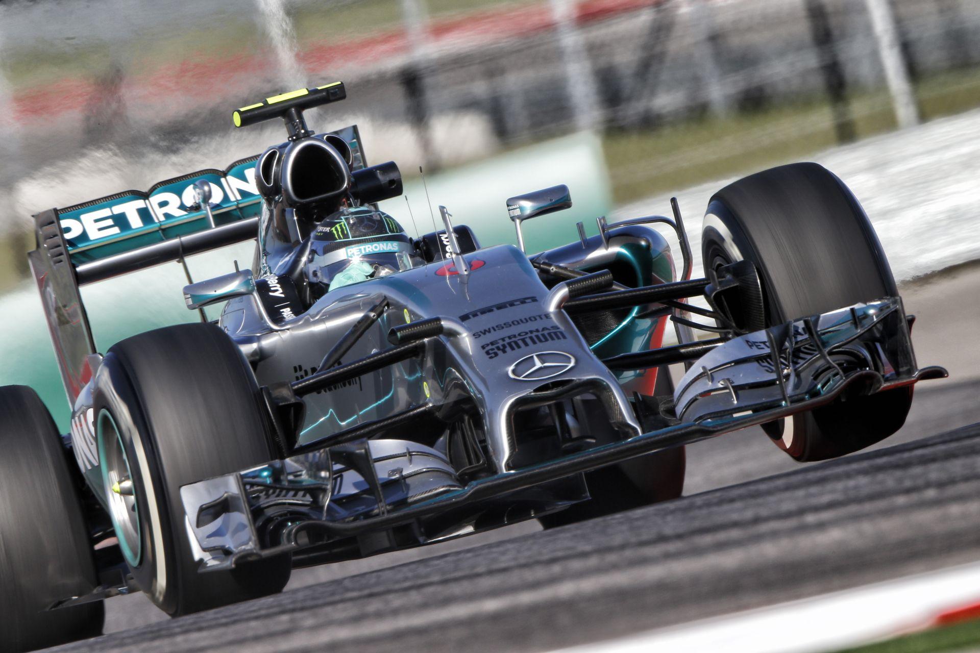 Kiderült, hogy Rosberg miért bukta el a győzelmet Amerikában: Videón Hamilton gyönyörű előzése