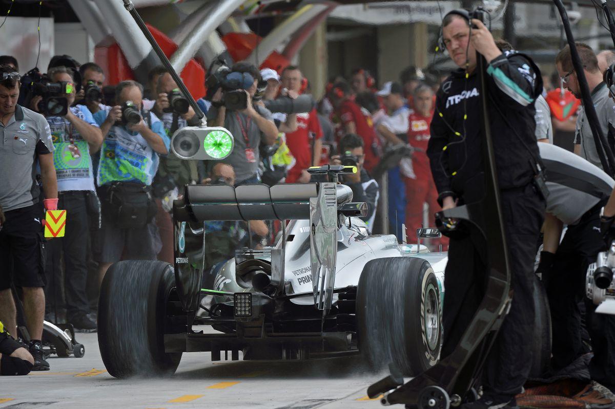 Hamilton egyetlen kört sem tett össze ma, Rosberg egyre jobban boldogult