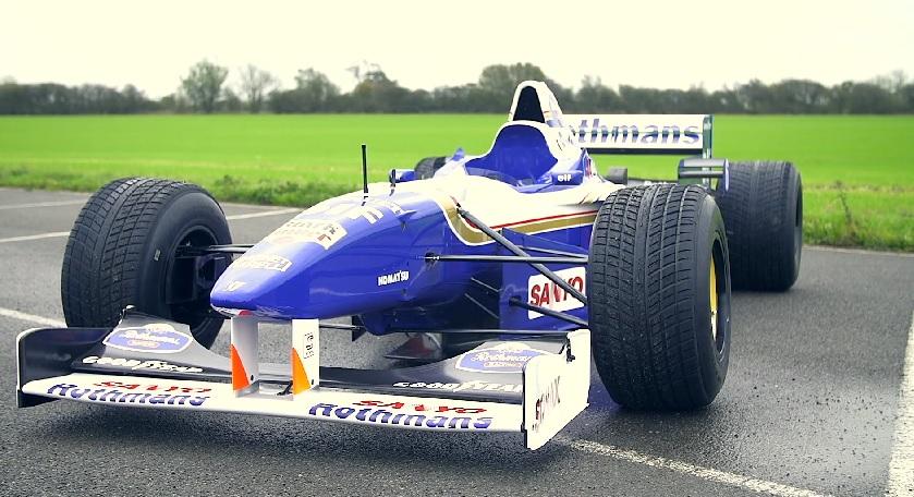 A Williams ismét akcióba küldte Jacques Villeneuve 1996-os versenygépét: BRUTÁL!