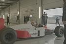 """Egy újabb """"csont"""" a McLarentől: Senna 1988-as bajnoki gépe a pályán – MP4/4"""