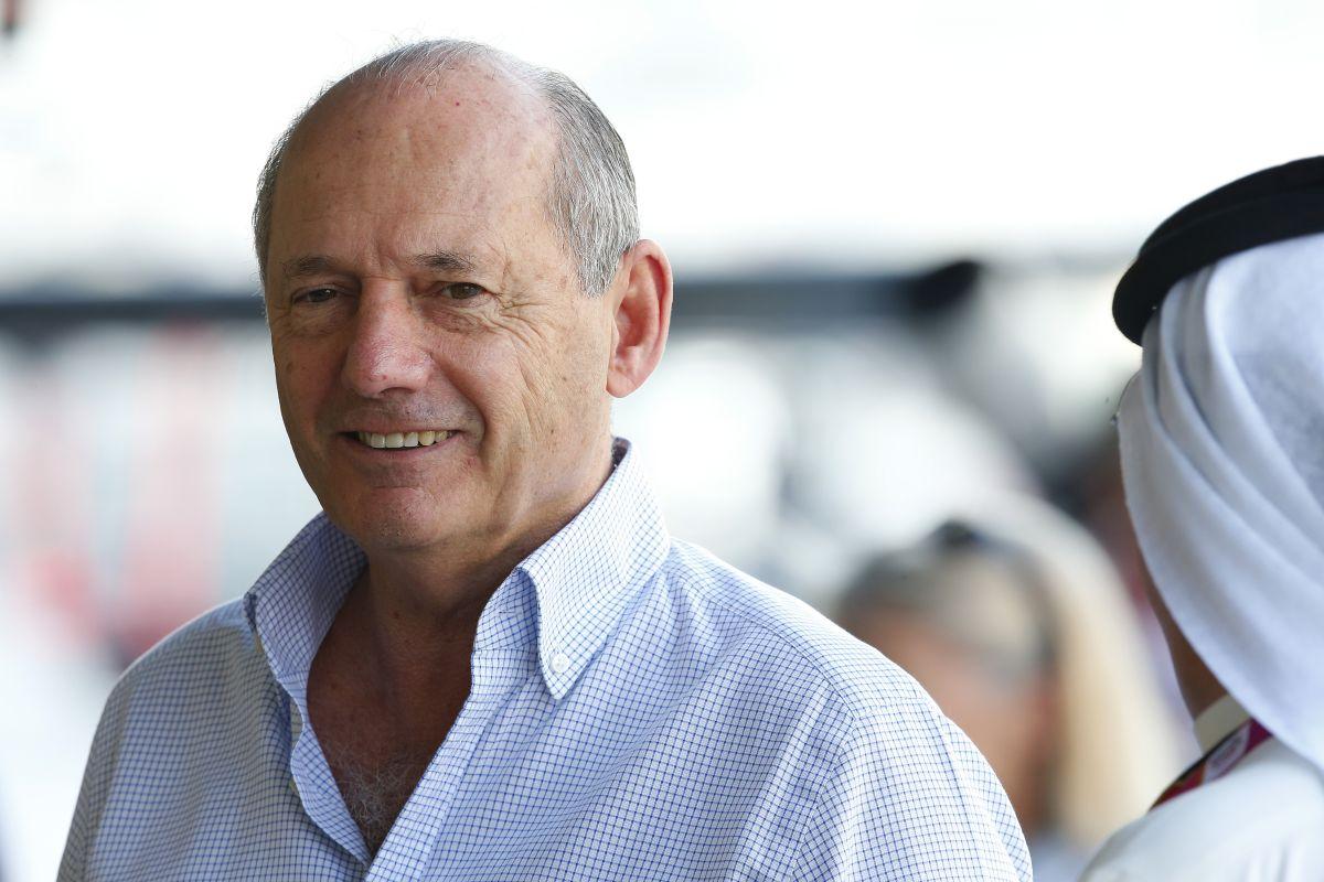 A McLaren továbbra sem döntött, Alonsóval sem írtak alá - Dennisnek is van szíve