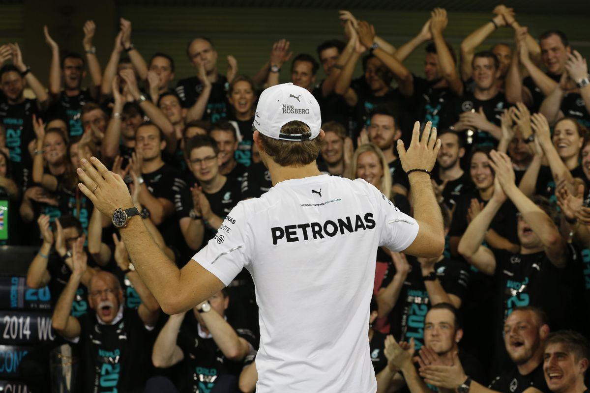 Rosberg: 2 másodpercet késett a turbó, már a kanyarok előtt nyomni kellett a gázt