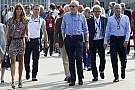 Nyugodtan aludhat Button és Magnussen, miközben a McLaren mindenkivel tárgyal...