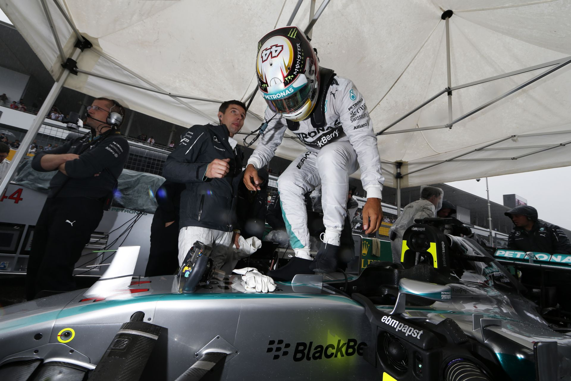 A Mercedes újra tárgyal Hamiltonnal a hosszabbításról, de még semmi sem biztos