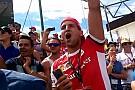 Újabb amatőr videón a 30. Magyar Nagydíj startja: Őrjöngés, ahogy két Ferrari lelépi a Mercedeseket