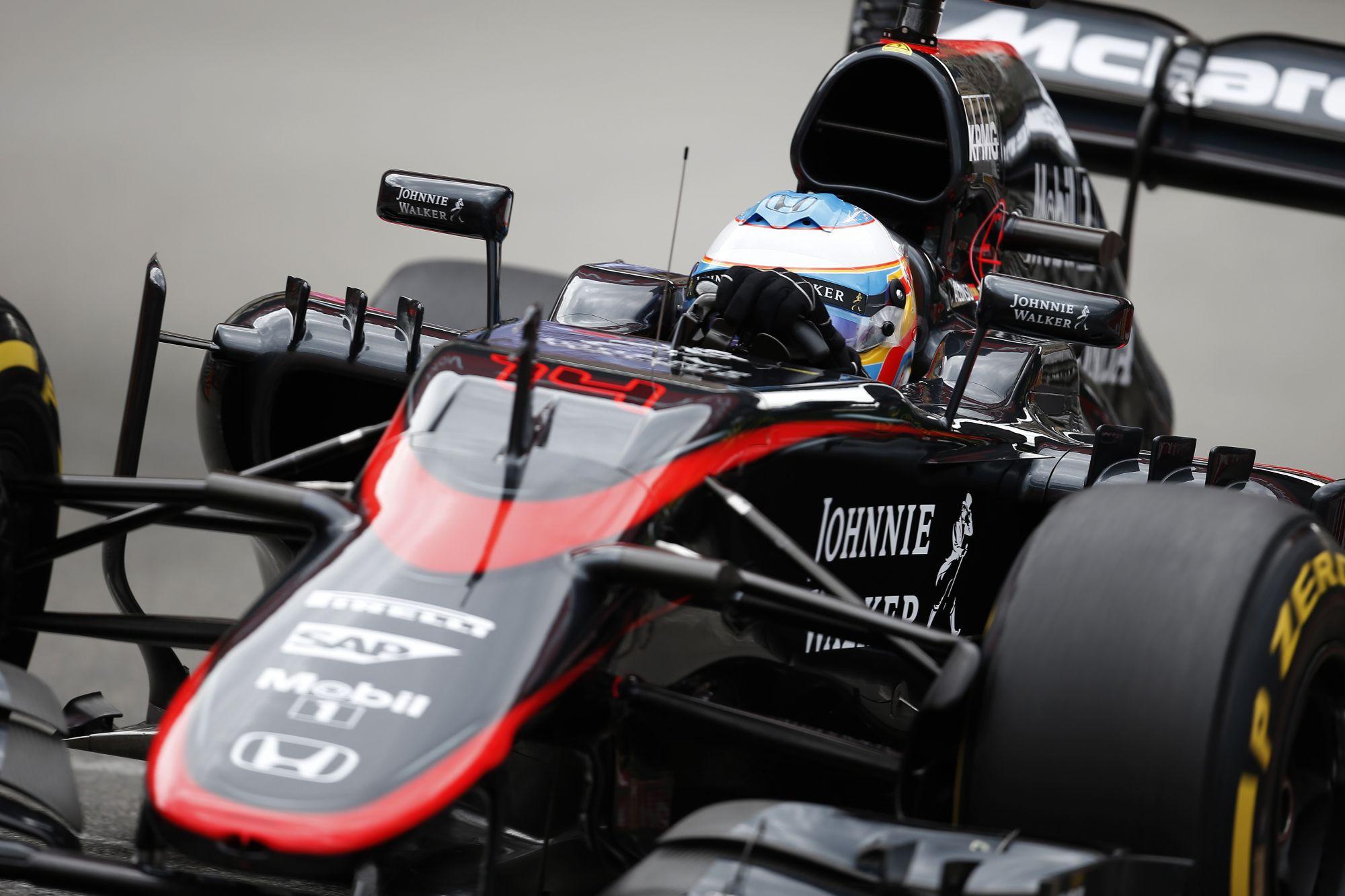 A McLaren rövid orra átment az első törésteszten, Ausztriában érkezik az új felfüggesztés is