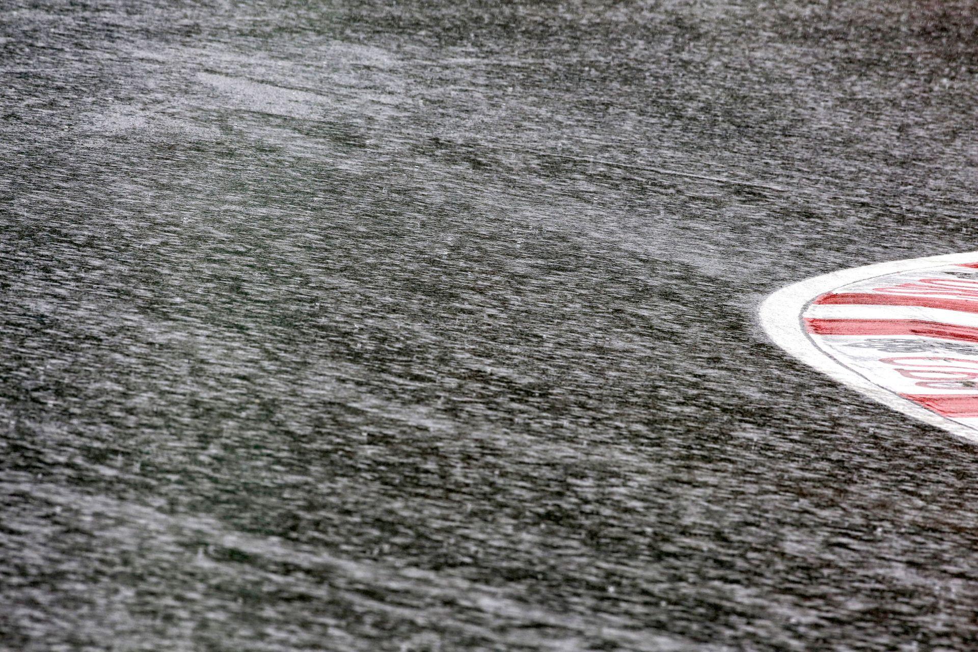 Leszakadt az ég az osztrák F1-es pálya felett: Újabb esőzések várhatóak
