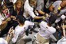 33.5 centi Hamilton és Rosberg között: a brit nagy mókára számít Szingapúrban