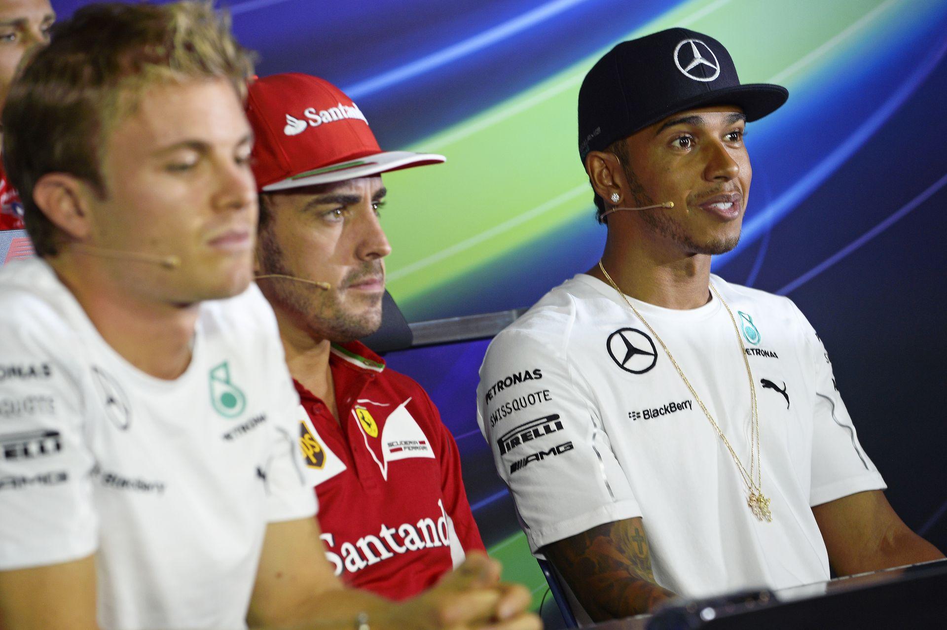 Hamilton a Ferrari, Alonso a Mercedes versenyzője lenne jövőre? Az egyik legnagyobb durranás lenne a Forma-1 történetében