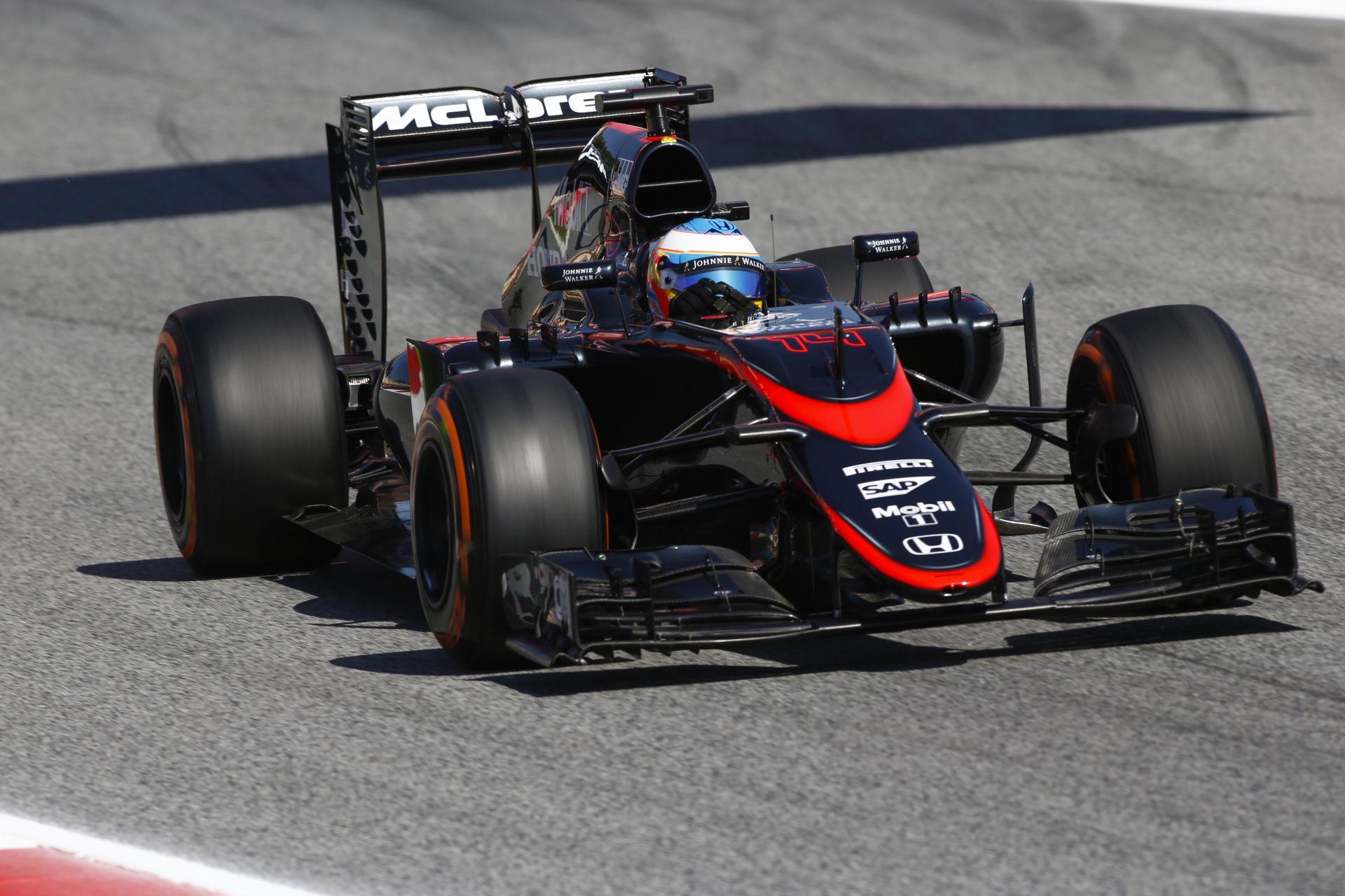 Alonso nem foglalkozik a kritikákkal, és nyerni akar a McLaren-Hondával