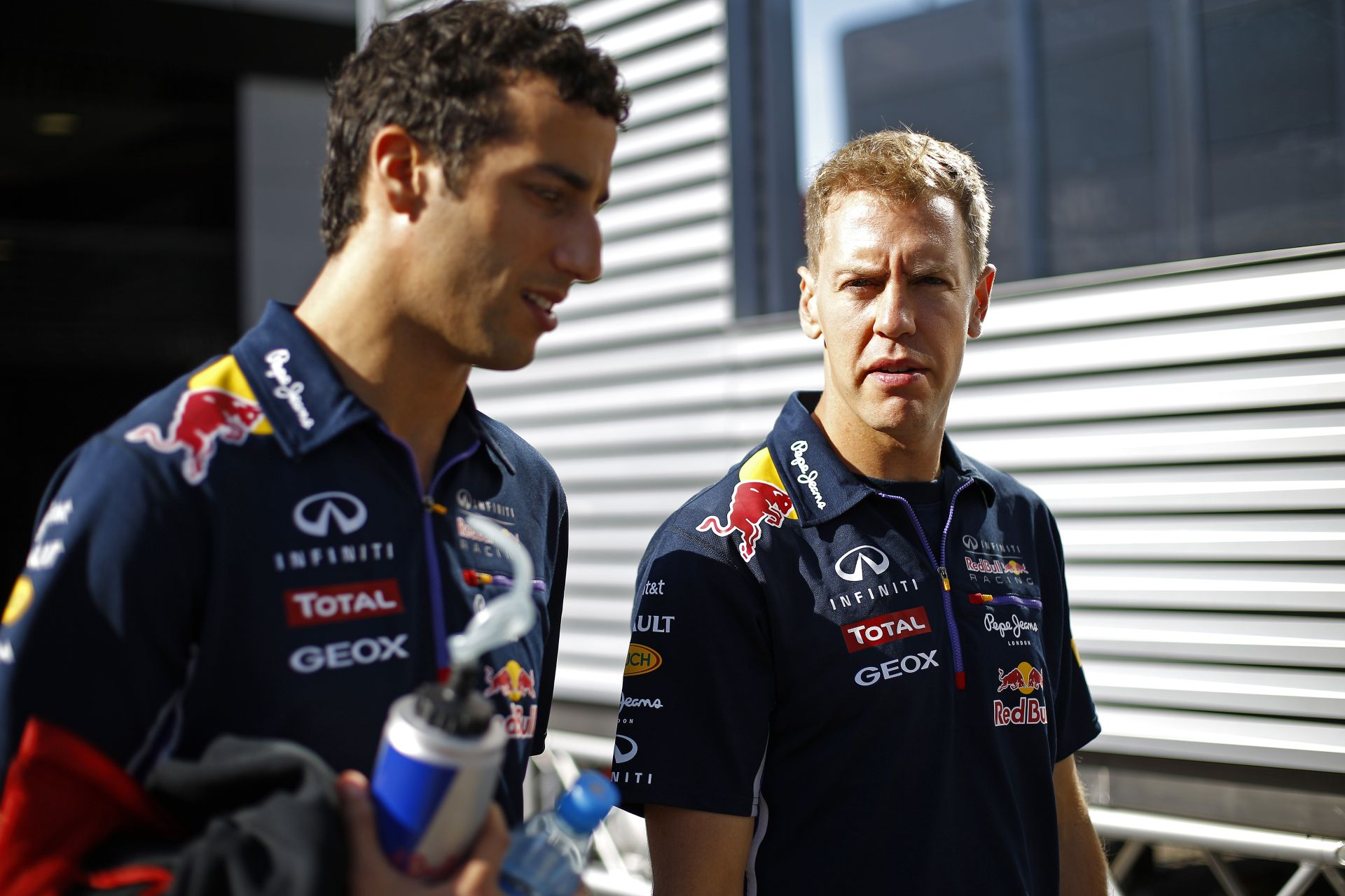Vettel szerint ő is megnyerhette volna azokat a futamokat, melyeken Ricciardo győzni tudott