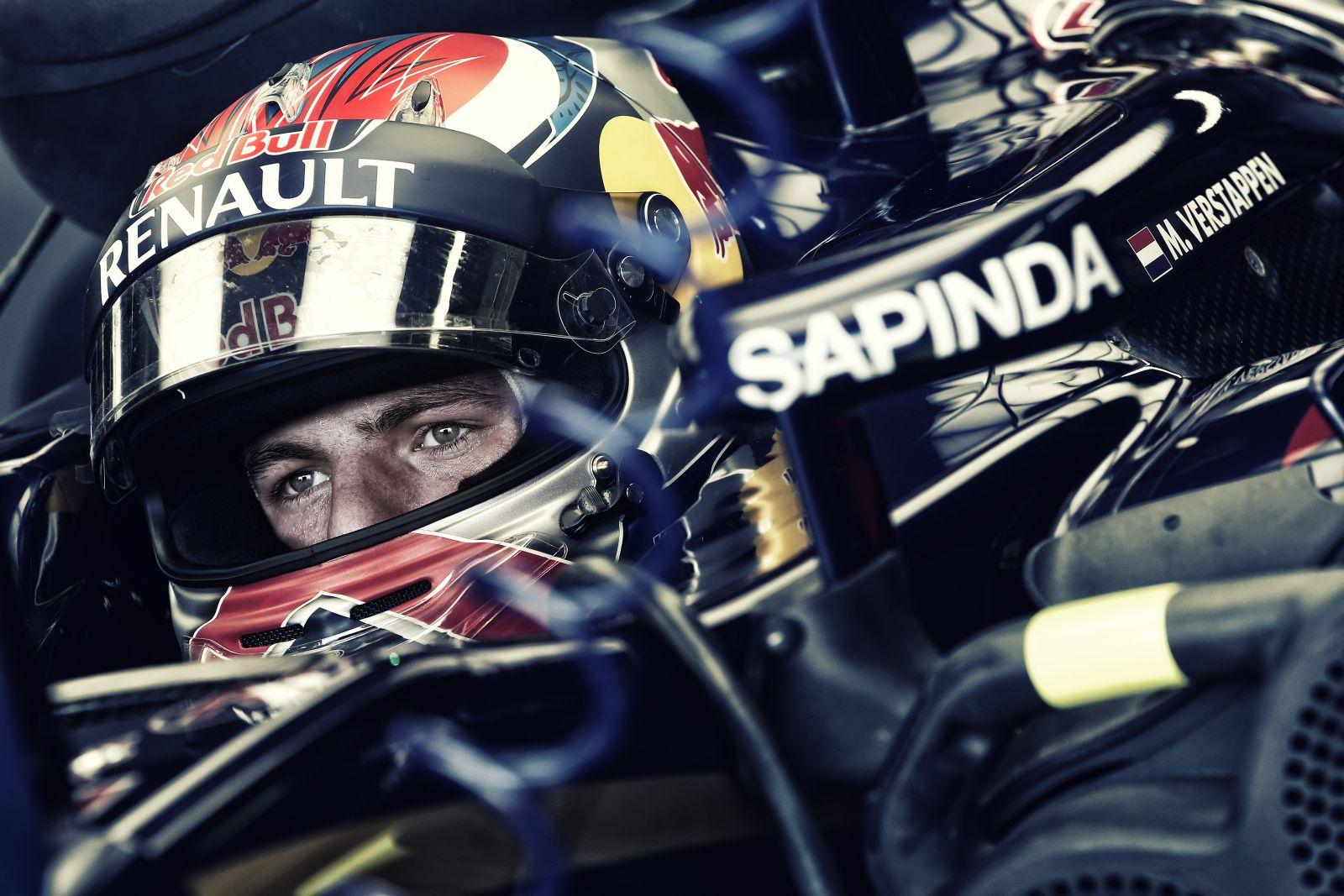 Hivatalos: büntetést kapott Verstappen az ütközés miatt!