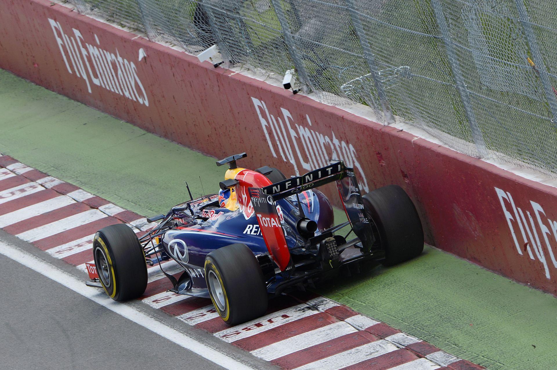Vettel és Kobayashi is egy cserére a büntetéstől: pengeélen az alkatrészekkel
