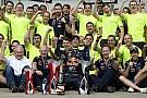 Lauda szerint Ricciardo egy nap bajnok lehet, Horner megvédi Vettelt a támadásoktól