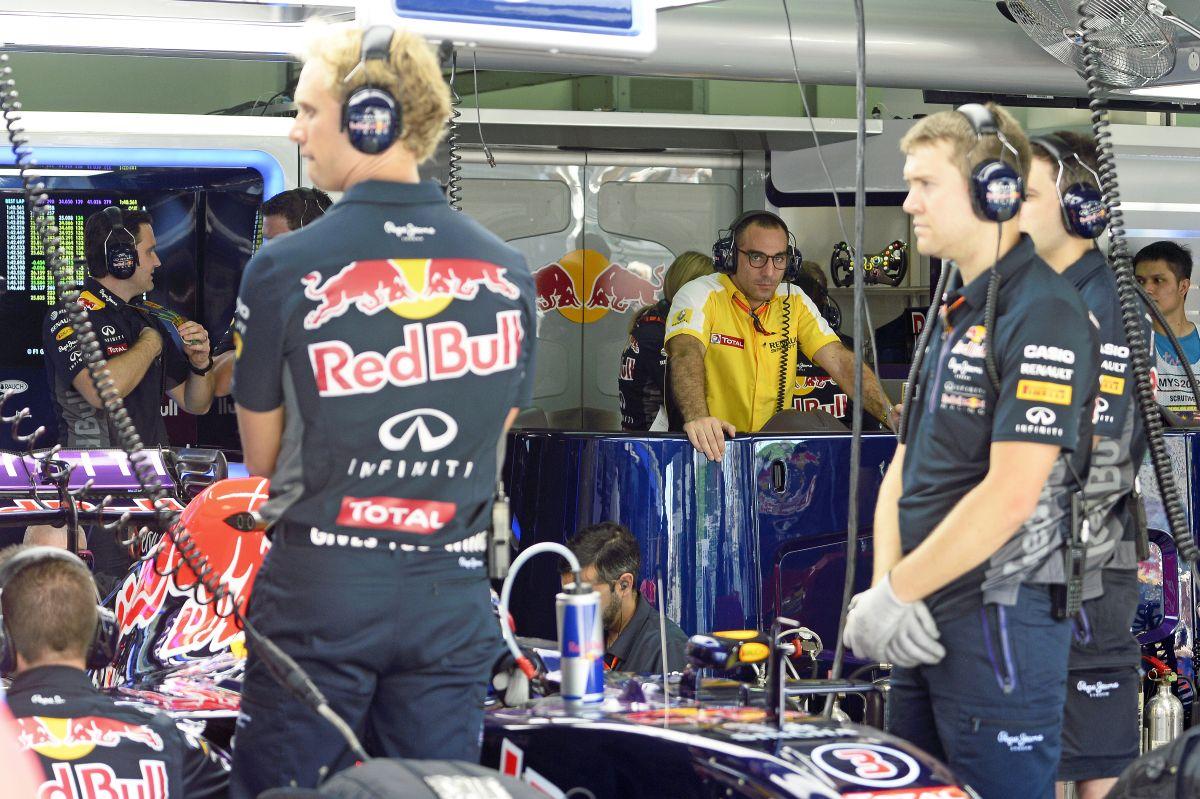 Mindenki ugyanazt kapja? A Mercedesnél igen, a Renault más tészta?