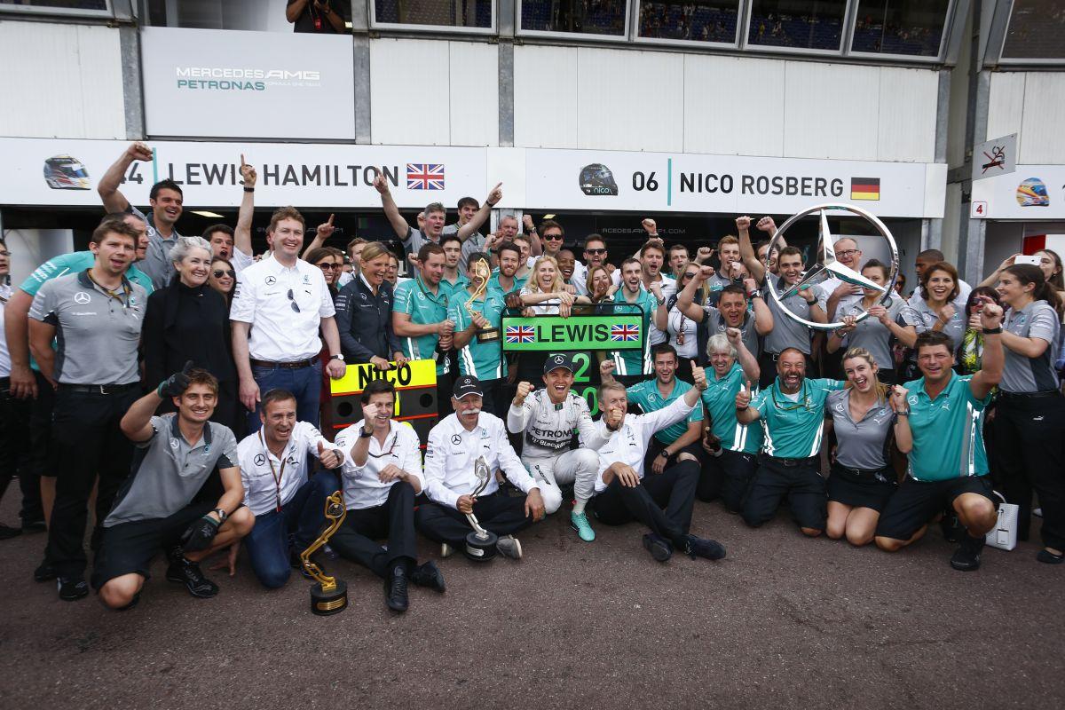 Egy jó győztesnek tudnia kell bocsánatot kérni - lehetetlen helyzetben a Mercedes?