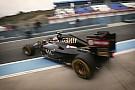 Így szól a Mercedes motor a Lotusban: Nagyon közelről!