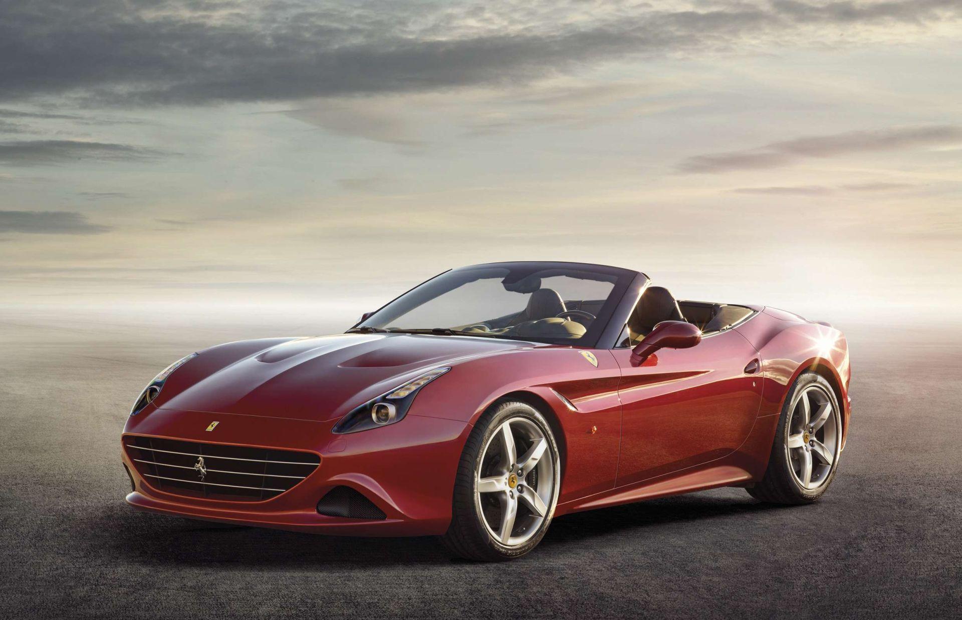 Vettel élvezi az életet: Egy új Ferrari Californiával furikázott Maranellóban