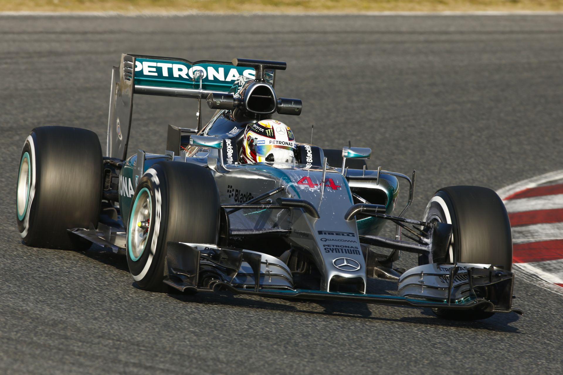 Hamilton nem remeg meg a Ferraritól