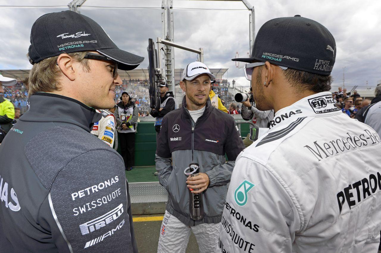 Hamilton hullámvasúton, Rosberg autója kilőtt, mint az ágyúgolyó: sok a teendő