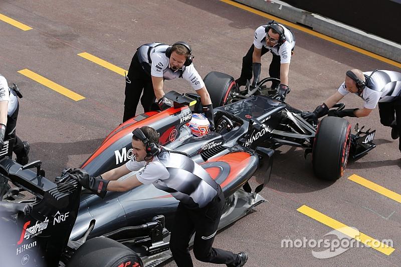 """McLaren пока не способна бороться за """"большие очки"""", считает Баттон"""