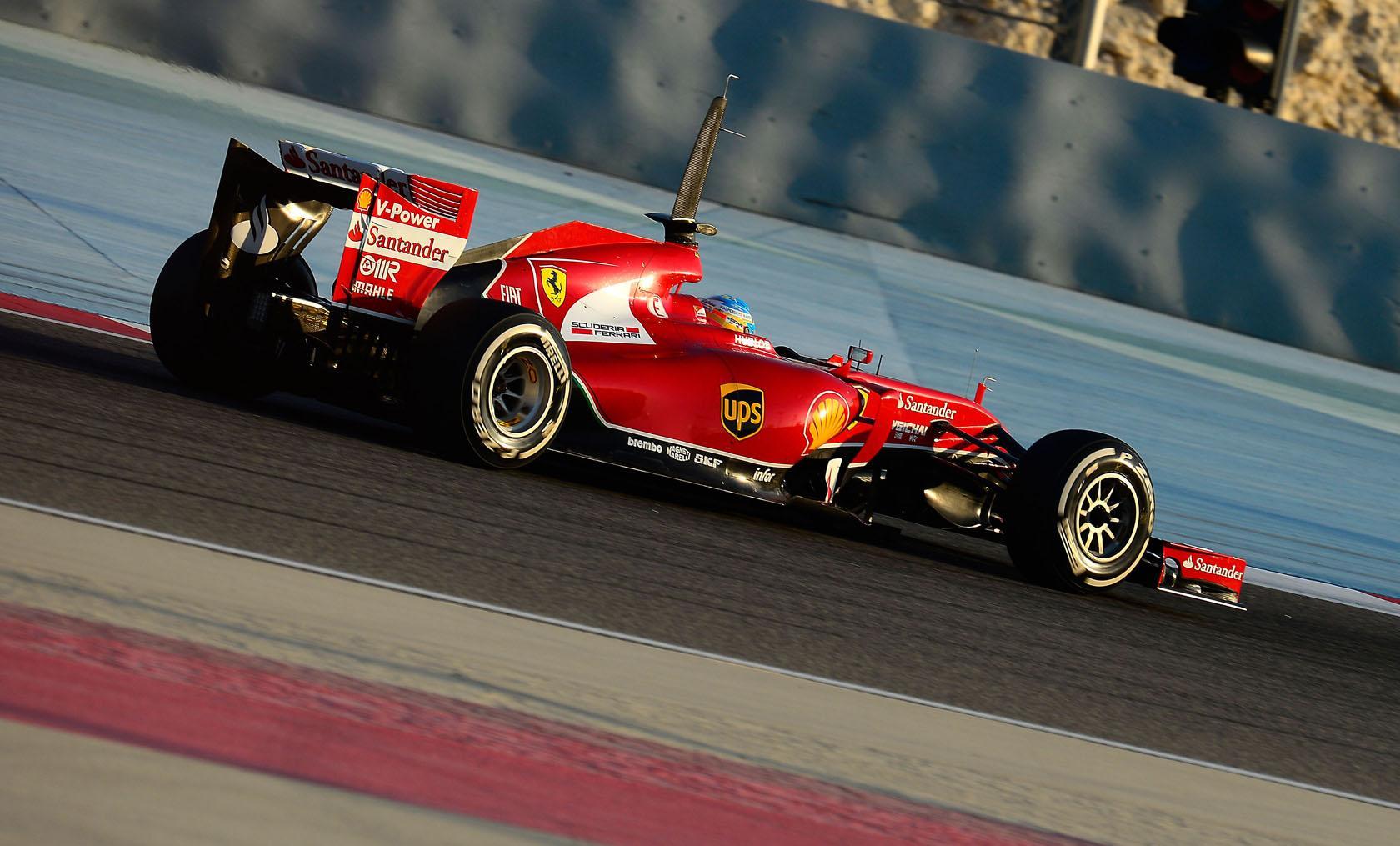 A Ferrari és a Red Bull motorhangja Bahreinből