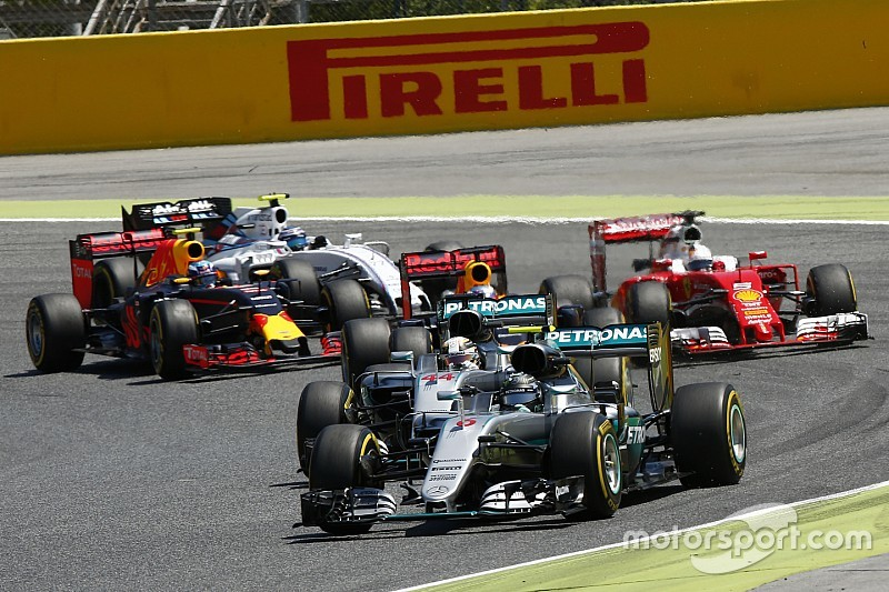 Por qué Mercedes no controla demasiado a Hamilton y Rosberg