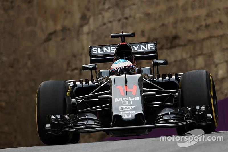 """""""McLaren verliest al acht tienden op het rechte stuk"""", stelt Alonso"""