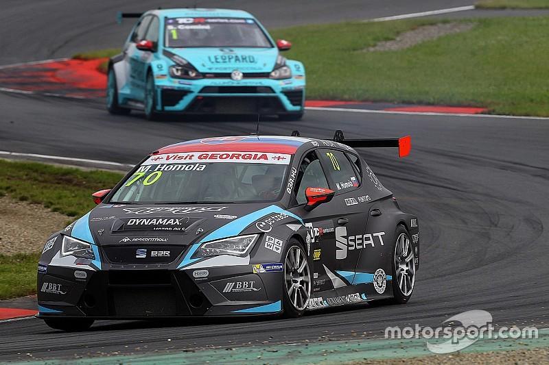 TCR in Oschersleben: Mato Homola gewinnt das spektakuläre erste Rennen